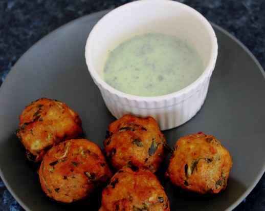 Pakora-with-Mint-Sauce